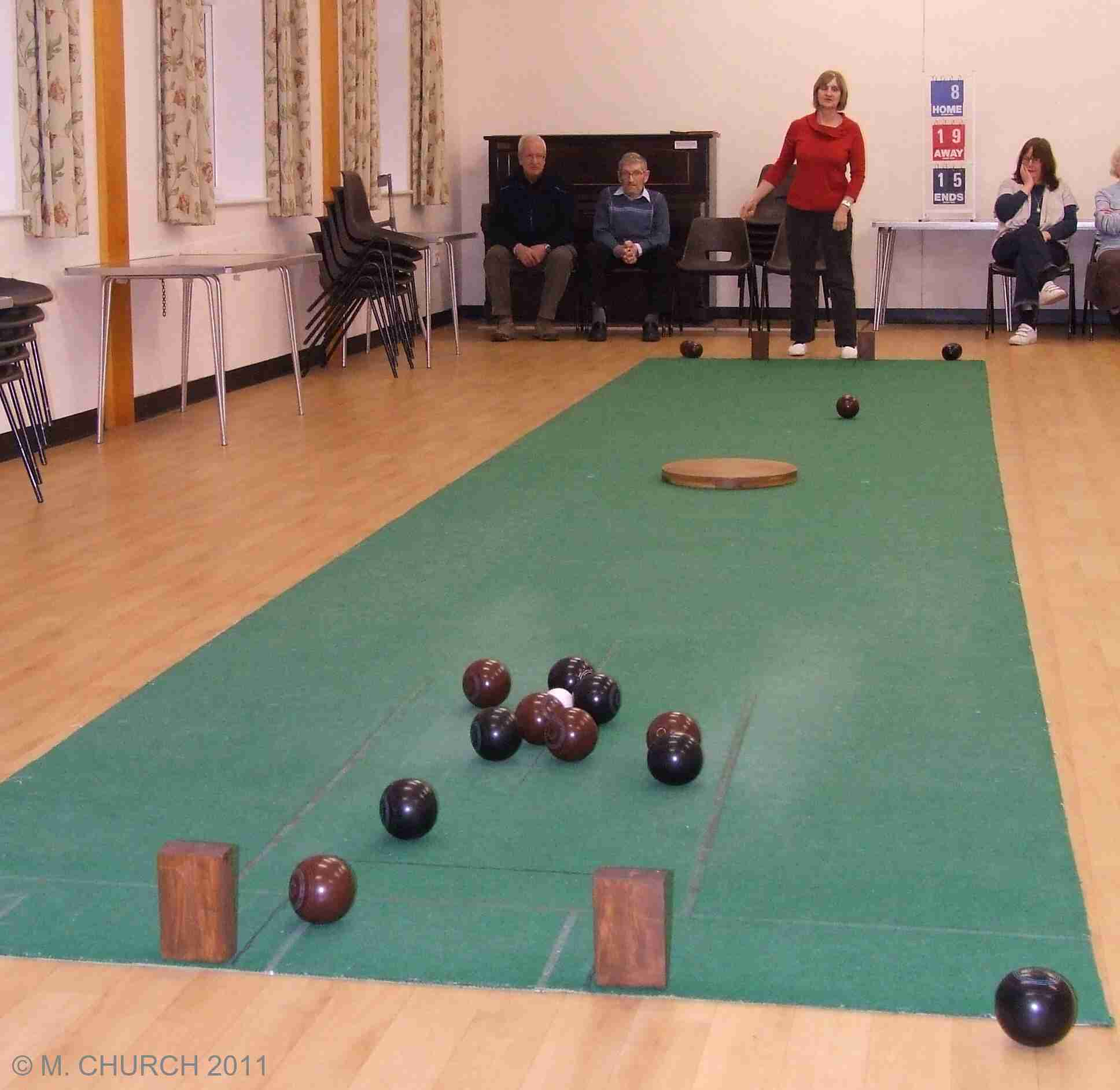 how to play carpet bowls